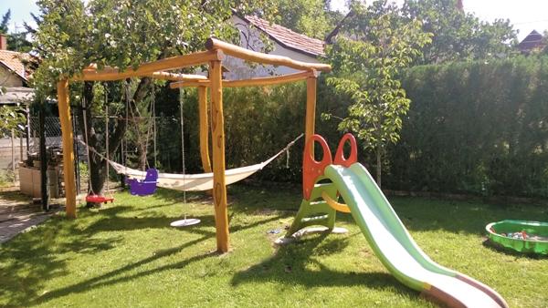 kert és játszótér