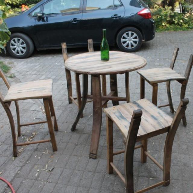 Asztal és szék boroshordóból Ötletmozaik